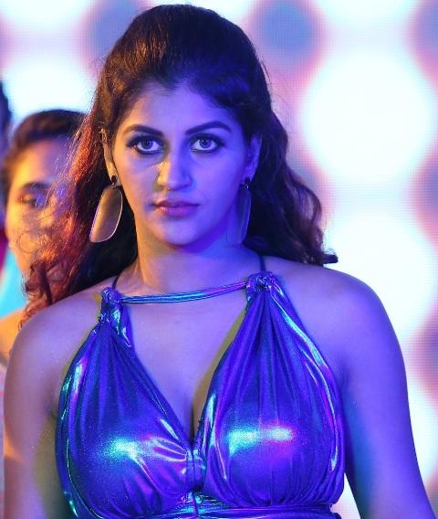 யோகிபாபு-யாஷிகா ஆனந்த் நடிக்கும் 'ஜாம்பி' படத்தின் ஸ்டில்ஸ்